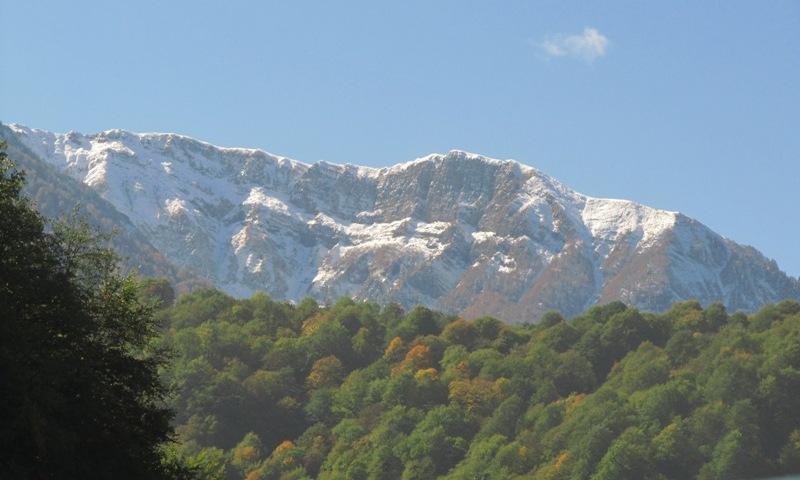 Роза Хутор горы в снегу фото